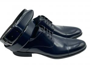 scarpa e cintura in spazzolato blu